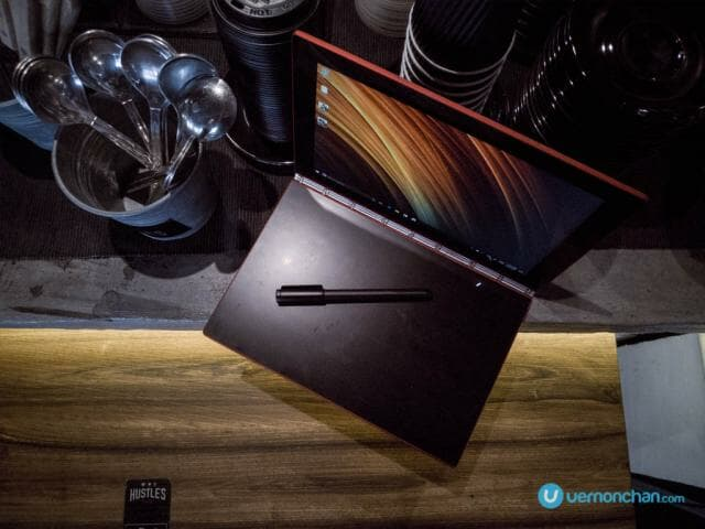 Lenovo Yoga Book Ruby Red