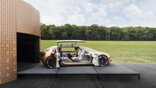 http://www.thedetroitbureau.com/2017/09/renault-driverless-electric-symbioz-concept-merges-home-and-car/
