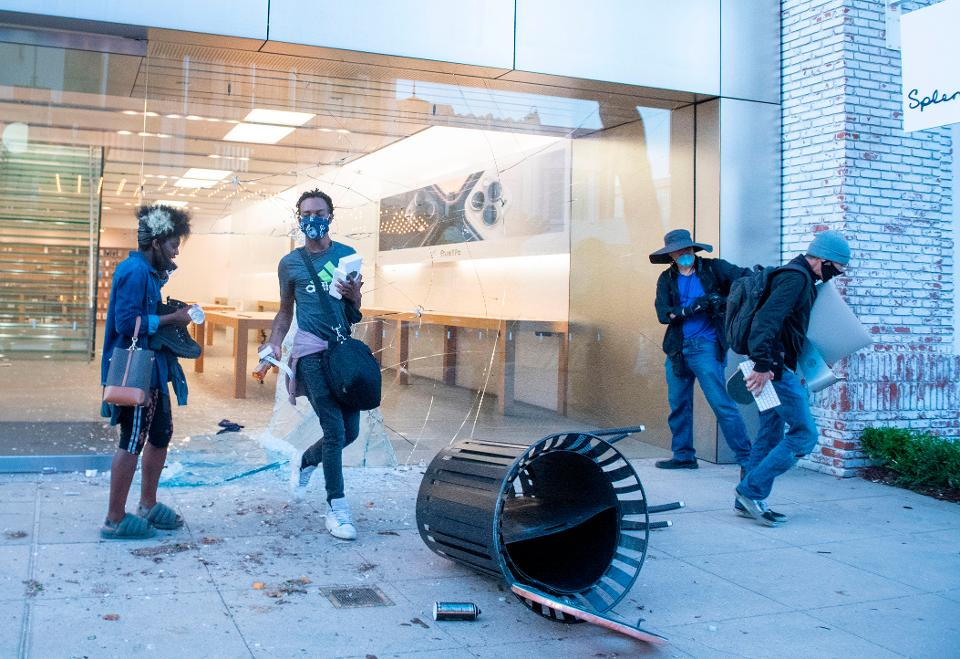 Apple Stores looting