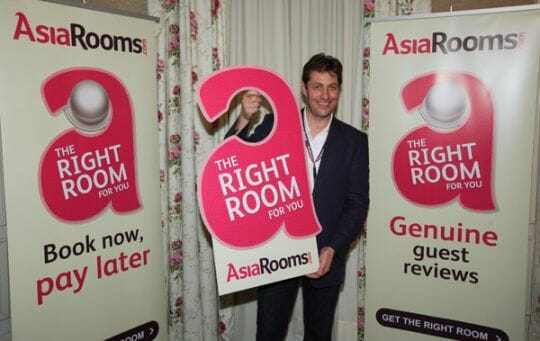 Andrew-Pumphrey,-Managing-Director-of-AsiaRooms.com-launching-the-Right-Room-for-You-campaign
