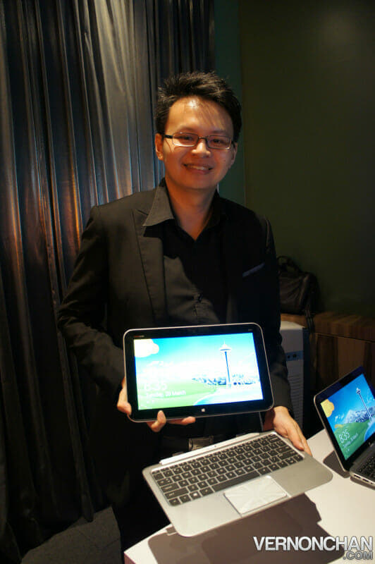 James Low, Market Development Manager, Consumer Notebooks, Desktops & Displays, HP Malaysia with the HP ENVY X2