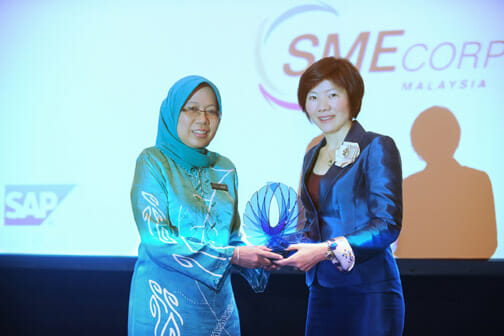 Dato Hafsah Hashim, CEO, SME Corp, receiving a token of appreciation from Serene Sia, MD, SAP Malaysia, after delivering the keynote address at the SAP SME Summit 2012
