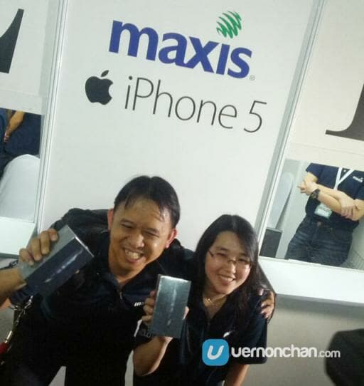 Maxis-iPhone-5-first-owners