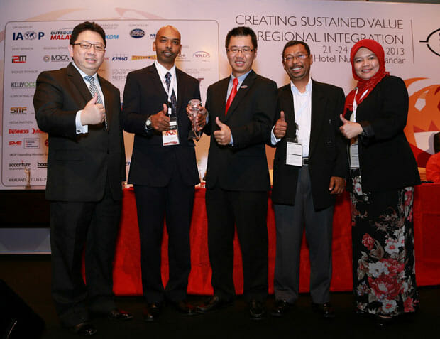 VADS-Berhad-wins-Business-Process-Operations-(BPO)-Project-of-the-year-at-the-Outsourcing-Malaysia-Excellence-Awards1