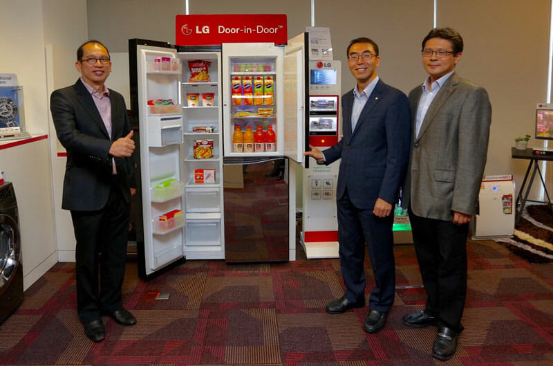 (L-R) Kong Mun Keen, General Manager Marketing LG Malaysia, David Oh, Managing Director LG Malaysia and Bon Jae Koo, Head of Product Department, Home Appliances and Air Conditioner.