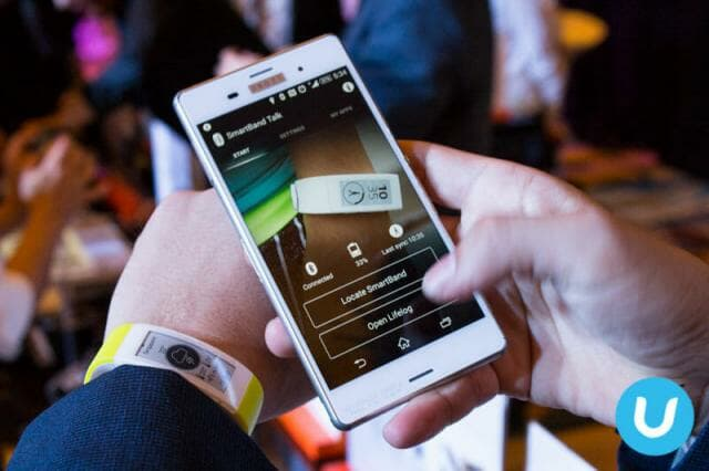 Xperia Z3 with SmartBand Talk